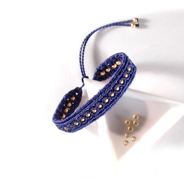 Einfaches Micro-Makramee-Armband mit Linhasita Garn- und Perlen ...