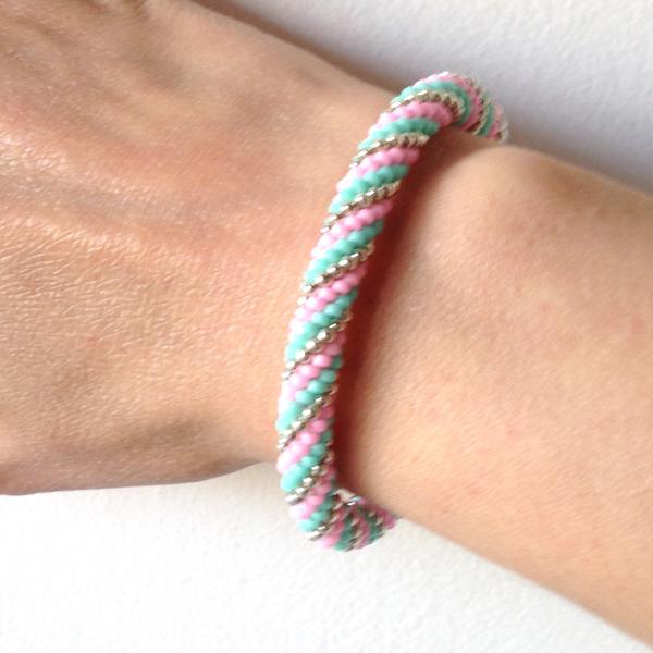 Armband mit Perlen gehäkelt - Perles & Co